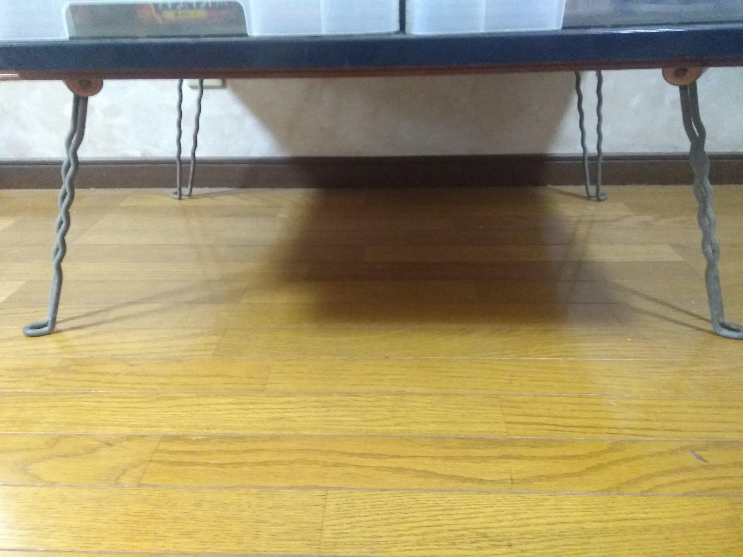 一番下は折り畳み式ローテーブル